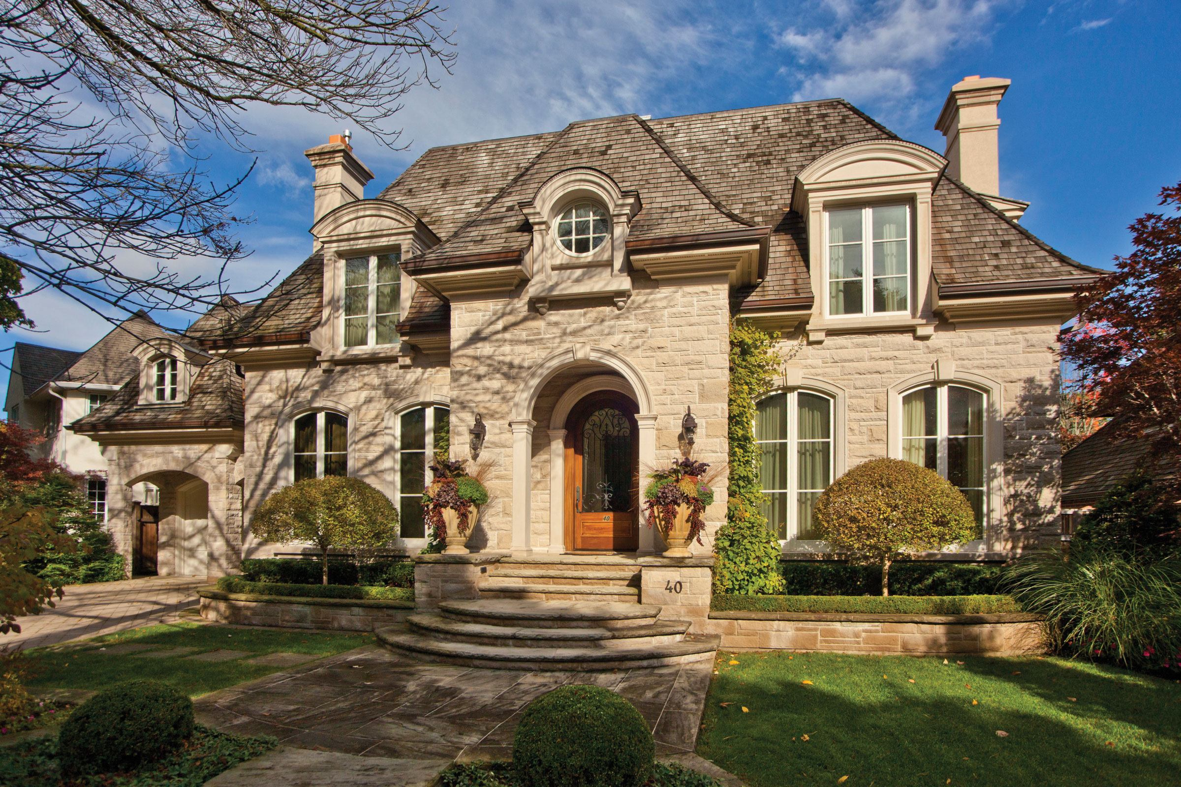 S k r homes peter higgins home builders toronto for Beautiful classic homes